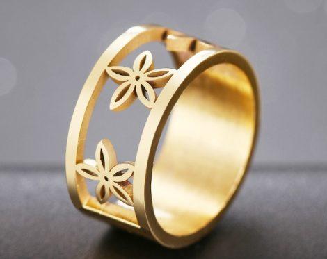 Acél gyűrű virág motívummal