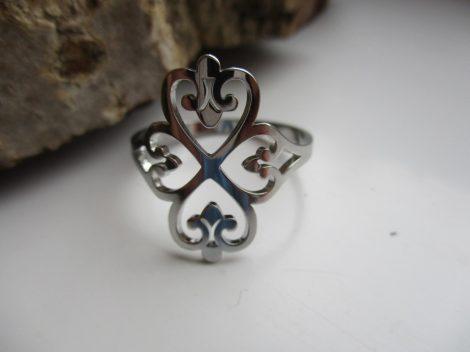 Nemesacél gyűrű íves mintával ezüst színben 1