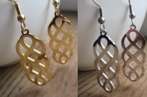 Fonott hatású fülbevaló arany vagy ezüst színben