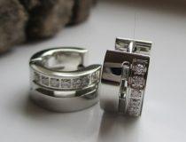 Acél fülbevaló foglalt kristályokkal ezüst színben