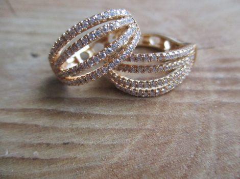 Nagy méretű gold filled fülbevaló apró kövekkel
