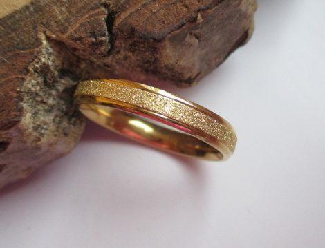 Csillámos vékony acél gyűrű
