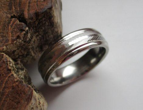 Ezüst színű acél karikagyűrű