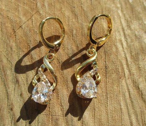 Arany színű fülbevaló választható színű kővel
