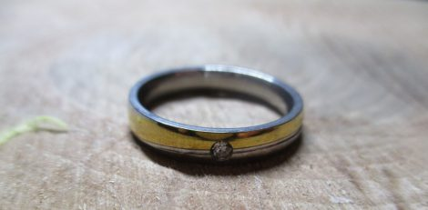 Arany-ezüst színű köves gyűrű