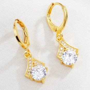 Arany színű lógós fülbevaló kicsi kővel