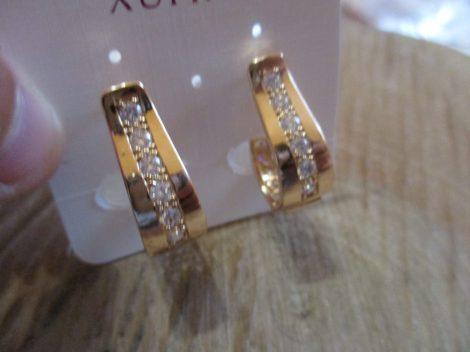 Arany színű fülbevaló kristályokkal