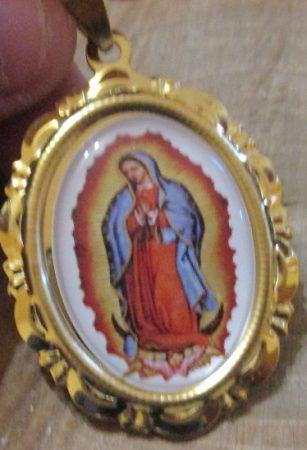 Nemesacél Szűz Mária medál