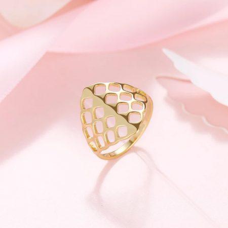 Acél gyűrű gyönyörű mintával