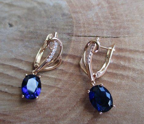 Elegáns fülbevaló kék kővel