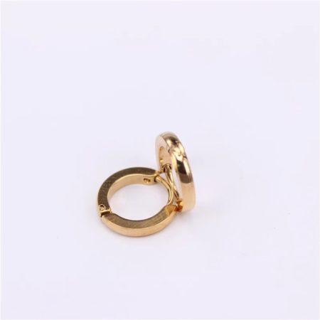 Diszkrét acél fülbevaló arany színben