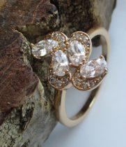 Arany színű foglalt kristályos gyűrű