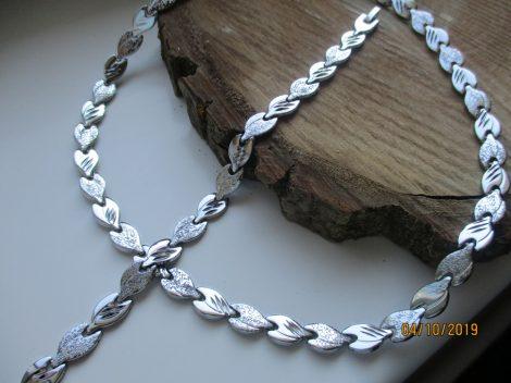 Nemesacél nyaklánc és karkötő szett ezüst színben, levélmintával