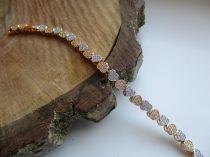 Arany színű karkötő színes szív alakú kristályokkal