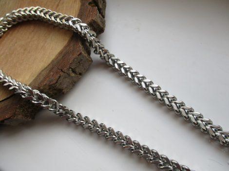 Vastag V szövésú acél nyaklánc ezüst színben