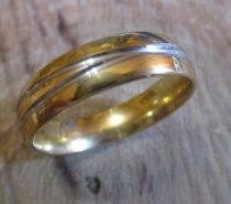 Arany színű nemesacél gyűrű ezüst vonalakkal