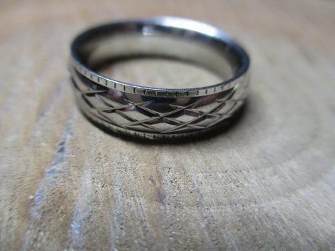 Ezüst színű nemesacél gyűrű
