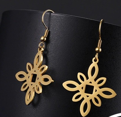 Acél fülbevaló arany színben virág mintával