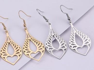 Acél fülbevaló különleges mintával arany vagy ezüst színben