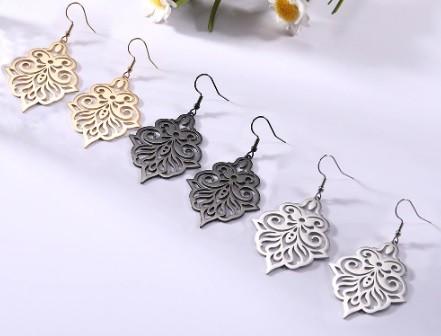 Nagyméretű acél fülbevaló arany vagy ezüst színben