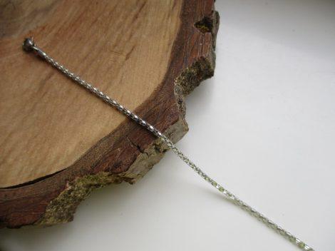 Csillogó vékony acél karkötő ezüst színben