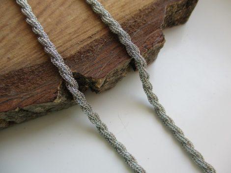 Finoman csavart acél nyaklánc ezüst színben