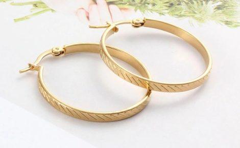 Acél karikafülbevaló vágásokkal arany vagy ezüst színben