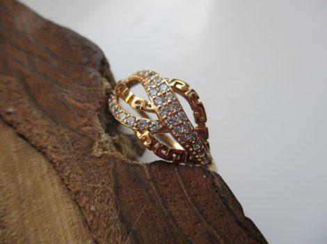 Arany színű gyűrű kristályokkal