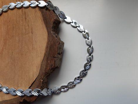 Nemesacél nyaklánc levél mintával ezüst színben
