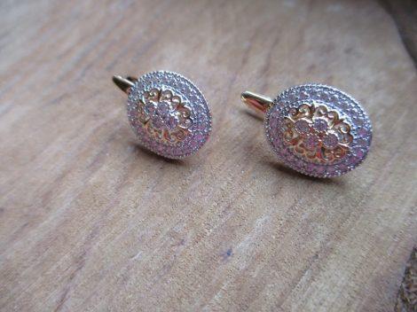 Arany színű kristályos fülbevaló keleties mintával