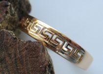Arany színű gyűrű görög mintával