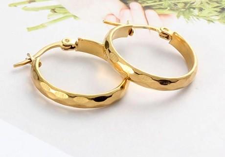 Acél karikafülbevaló arany vagy ezüst színben