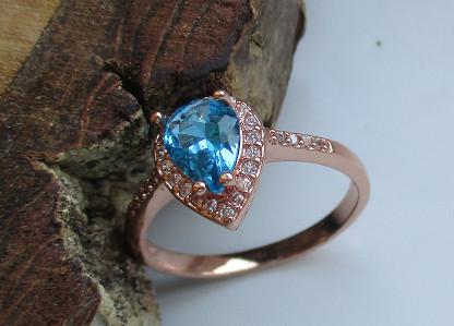 Világoskék köves rózsaarany színű gyűrű