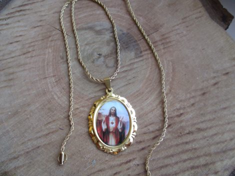 Nemesacél csavart nyaklánc Jézus medállal