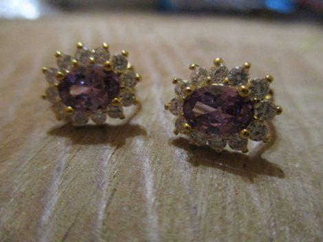 Arany színű fülbevaló lila kővel