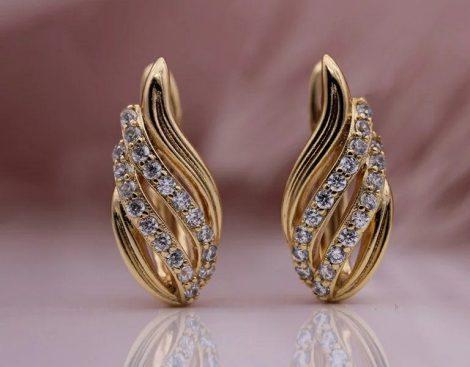 Arany színű fülbevaló gyönyörű mintával