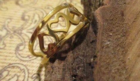 Szív mintás nemesacél gyűrű arany színben