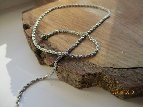 Nemesacél nyaklánc csavart mintával ezüst színben