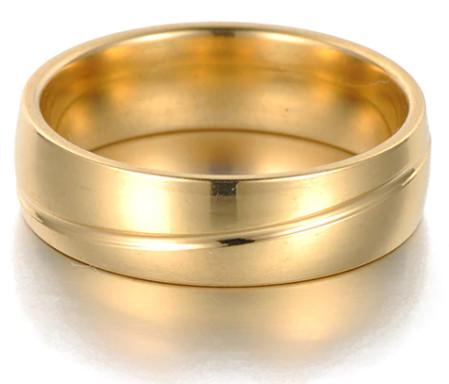 Nemesacél karikagyűrű arany színben vágott mintával